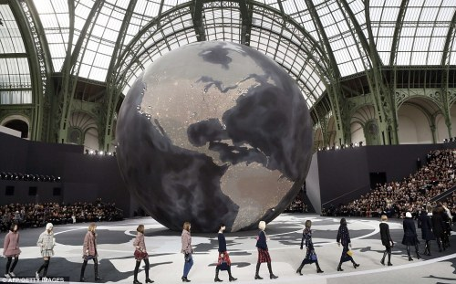 ChanelGlobe2